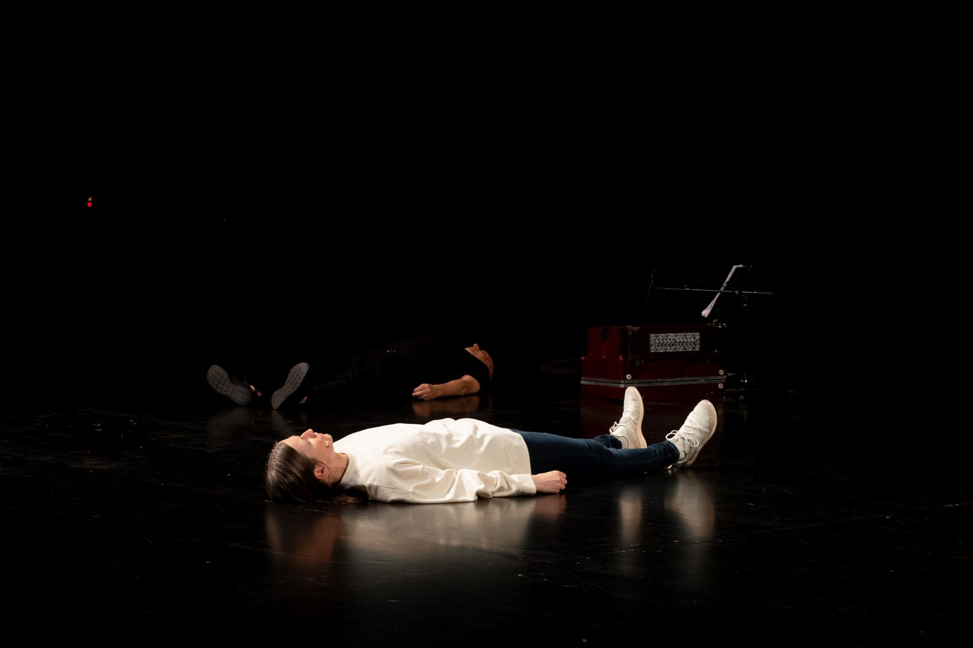 'Penelope Sleeps' (2019), Mette Edvardsen & Matteo Fargion. Photo by Werner Strouven.